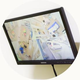 医師もしっかり状況把握監視モニターによる連携