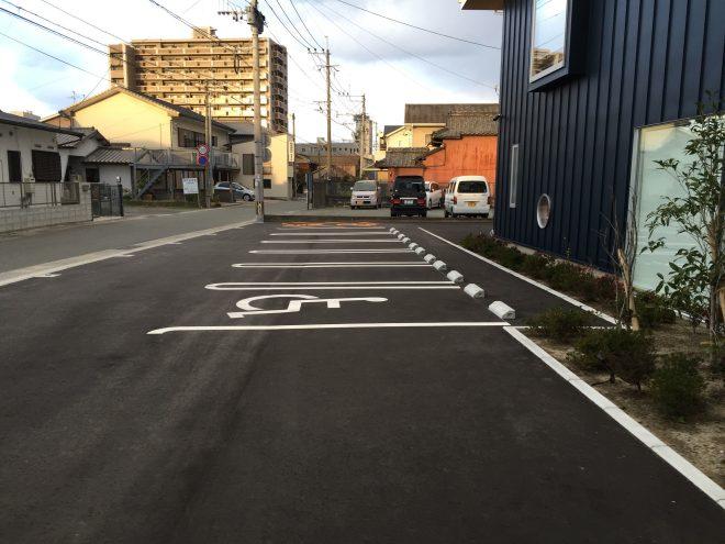 第1駐車場(6台、うち介助が必要な方優先が1台)
